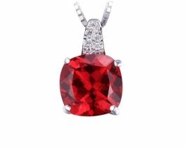 Srebrn obesek LOVE RED - rubin s cirkoni