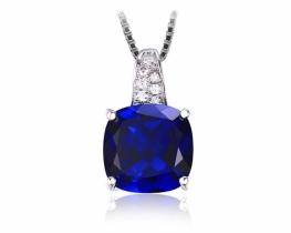 Srebrn obesek LOVE BLUE s safirjem in cirkoni