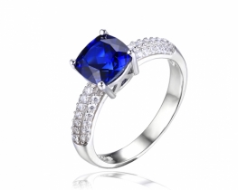 Srebrn prstan LOVE BLUE safir in cirkoni