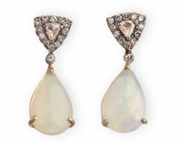 Zlati uhani Opal z diamanti