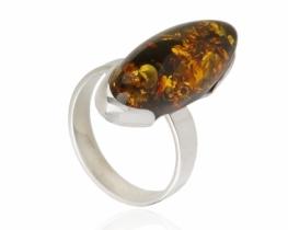Srebrn prstan z jantarjem VITA