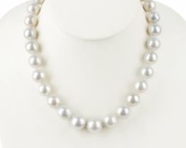 Ogrlica WHITE SWAN iz tihomorskih biserov 12 -15 mm