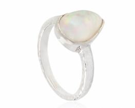 Srebrn prstan opal 8 x 11 mm