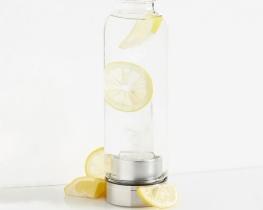 Steklenica s kristalom za vodo - kamena strela