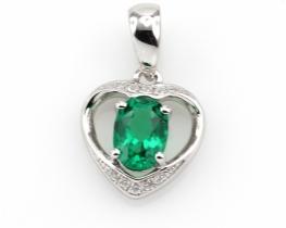 Srebrn obesek LOVE HEART s smaragdom