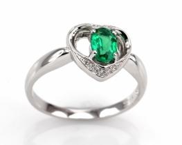 Srebrn prstan LOVE HEART s smaragdom