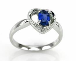 Srebrn prstan LOVE HEART z modrim safirjem
