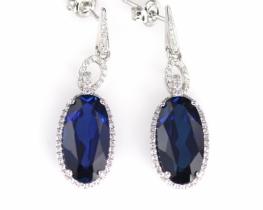 Srebrni uhani LOVE SMILE Oval z modrim safirjem