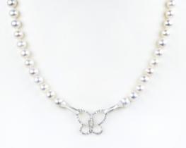 Biserna ogrlica z obeskom BUTTERFLY