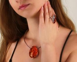 Srebrn komplet nakita SONČNI ŽAREK z baltskim jantarjem
