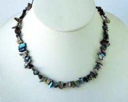 Ogrlica iz nepravilnih školjk heliotis