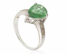 Srebrn prstan ABELIA zeleni ametist 10 x 14 mm