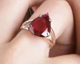 Srebrn prstan RDEČI TURMALIN 12 x 15 mm