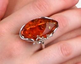 Srebrn prstan SONČNI ŽAREK z baltskim jantarjem