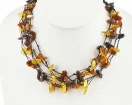Pisana ogrlica iz jantarja