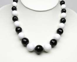 Centralna ogrlica iz črnega in belega oniksa 8- 20 mm