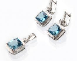Zlat komplet NEA - obesek in uhani modri topaz z diamanti
