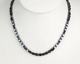 NEŽA - ogrlica iz hematita