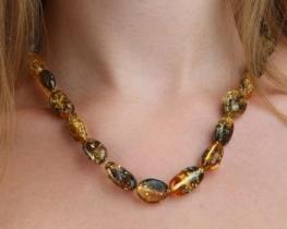 Ogrlica ZELENI JANTAR 14 x 20 mm