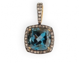 Obesek LONDON BLUE Q - 12 x 12 mm z diamanti