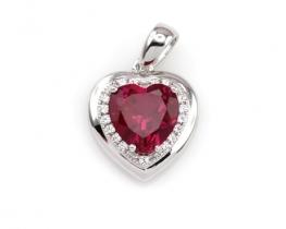 Obesek LOVE HEART z rubinom