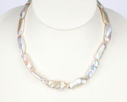 Ogrlica iz belih BIWA biserov