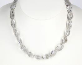 Ogrlica iz brušene kamene strele 10 x 12 mm