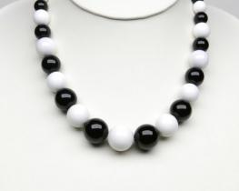 Ogrlica iz črnega in belega oniksa