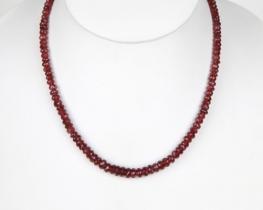 Ogrlica iz granata OMNIA