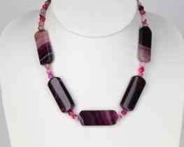 Ogrlica iz vijoličnega ahata