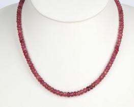 Ogrlica roza turmalin 6 mm z zlato zaponko