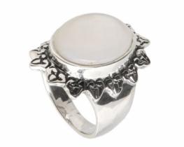 Srebrn prstan biserni oval