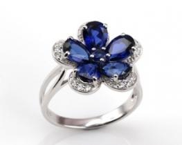 Srebrn prstan  LOVE SMILE Flower z modrimi safirji in cirkoni