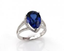 Srebrn prstan LOVE BLUE TEAR z modrim safirjem in cirkoni