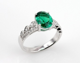 Srebrn prstan LOVE HEART s smaragdom in cirkoni