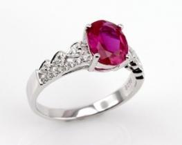 Srebrn prstan LOVE HEART z rubinom in cirkonom