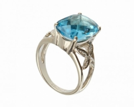 Srebrn prstan LOVE PILLOW z modrim topazom 12 x 14 mm