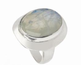 Srebrn prstan z mesečevim kamnom