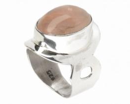 Srebrn prstan z roževcem