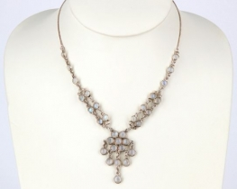 Srebrna ogrlica ROŽCA iz mesečevega kamna