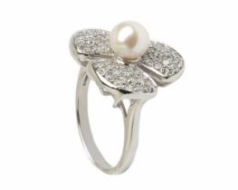 Srebrni prstan cvet z biserom