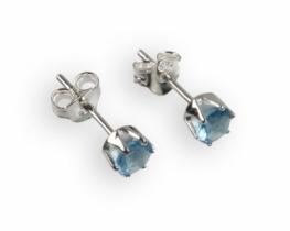 Srebrni uhani z modrim cirkonom