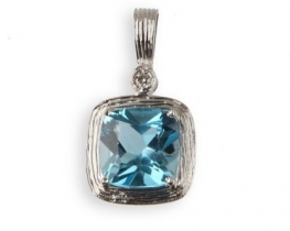 Zlat obesek NEA - modri topaz z diamanti